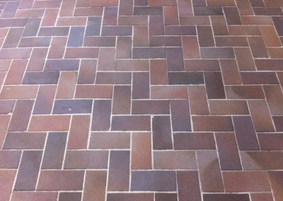 Heringbone pattern paving