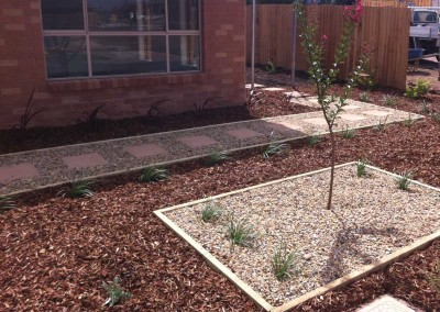 Low maintenance and functional front garden in Forde